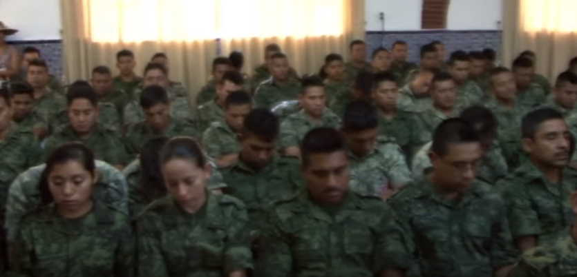Isha Judd enseña en el Ejército Mexicano