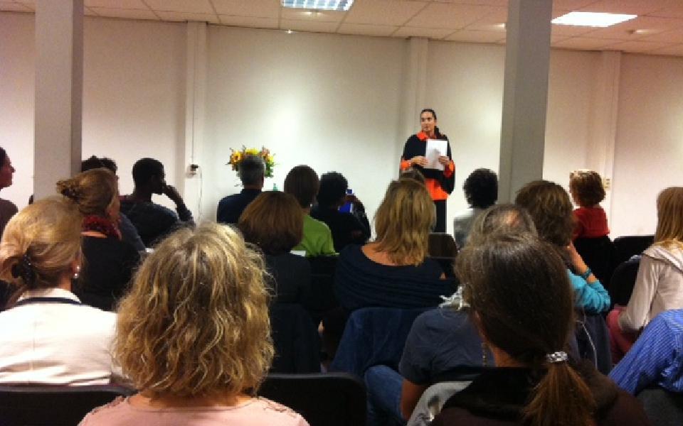 Conferencia y lanzamiento de lovefulnes, el segundo libro de Isha en Holandes